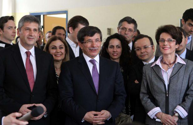 2012 - Dolmetscherin des österreichischen Außenministers and Vizekanzlers Michael Spindelegger und des türkischen Außenministers Ahmet Davutoğlu